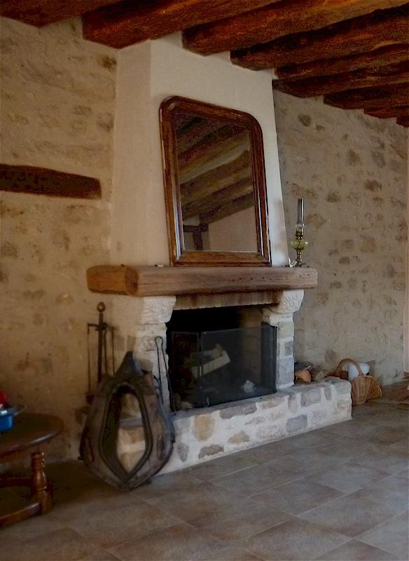 77 Écuelles maison de Muguett artiste peintre cheminée en pierres