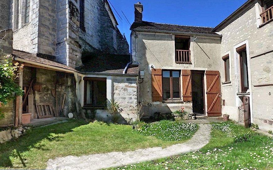 77 Écuelles maison à vendre au pied de l'église Saint-Rémi à l'ancien presbytère