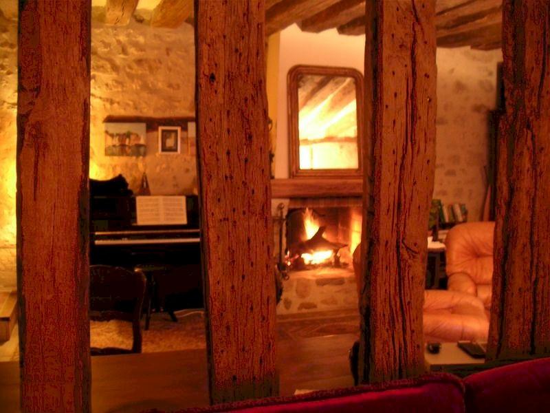 77 Écuelles - Maison de Muguett, artiste peintre, vends sa maison, ici salon cheminée